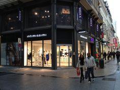 Arredamento e Insegne per Intimissimi store in Bruxelles (www.pentasystems.it)