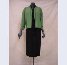 Maison Dior (modehuis) C.H. Kühne & Zonen (vervaardiger) Ensemble van gemengd linnen: zwarte jurk en groen jasje, model 'Joli Coeur' Paris ; Den Haag 1952 linnen kunststof Gemeentemuseum Den Haag: 0321948