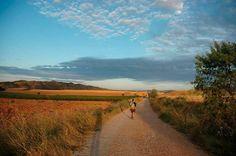Recorre el #CaminodeSantiago en sus diversas rutas y además de realizar deporte disfruta de la cultura, la gastronomía y las tradiciones más ancestrales.  www.experienciasdeportivas.com