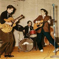 Early Years: Scotty Moore, DJ Fontana, Elvis Presley and Bill Black at Gilmer Junior High - Sep. Rock N Roll, Genre Musical, Scotty Moore, Are You Lonesome Tonight, Elvis Presley Pictures, Young Elvis, Buddy Holly, Show Dance, Thats The Way