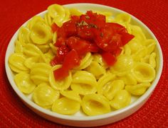 One of the most delicate pasta sauce: saffron and fresh tomatoes