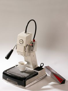 Great ways to make authentic Italian coffee and understand the Italian culture of espresso cappuccino and more! Cappuccino Maker, Espresso Coffee Machine, Espresso Bar, Coffee Maker, Cappuccino Coffee, Coffee Type, Great Coffee, Coffee Shop, Italian Espresso