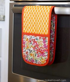 Double Pot Holder with Pockets Tutorial | Pretty and practical? Yes, please!
