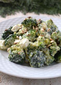 Sałatka brokułowa z fetą – Smaki na talerzu