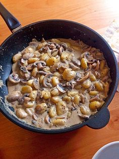 Gnocchi Champignon Pfanne Food and Drink Noodle Recipes, Veggie Recipes, Pasta Recipes, Vegetarian Recipes, Dinner Recipes, Cooking Recipes, Healthy Recipes, Gnocchi Mushroom, Mushroom Recipes