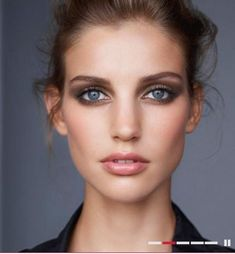 A soft smokey eye paired with a feminine up-do hairstyle. | Image via beautyflashblog.com