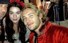 Reign Cast, Reign Tv Show, Adelaide Kane, Toby Regbo Reign, Reign Mary And Francis, Reign Dresses, Reign Fashion, Mary Queen Of Scots, Beautiful Love