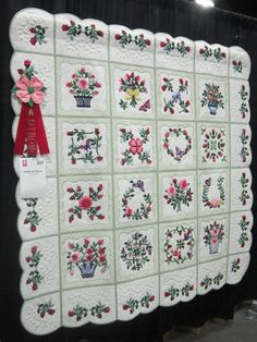 Rose Baltimore Quilt. I like the set and border......