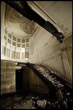 abandoned, architecture, belgique, belgium, decay, exploration, photography, urban, urban exploration, urbex, Hof, van, mansion, chateau, castle, noble, family, interior