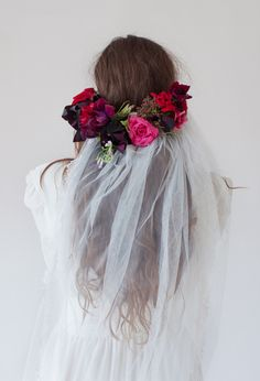 Stone Fox Bride Hilary Veil with Lace Trim Ten Foot Veil with Fresh Flowers http://www.stonefoxbride.com/shop-veils-crowns/