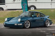 Sports cars are really popular not just to car racers but also to collectors and ordinary people. They are costly, no one would like to miss owning at least one model of sports vehicle. Porsche 911 964, Porsche Cars, Porsche Classic, Classic Cars, Toyota Supra, Moda Rock, Volkswagen Group, Vintage Porsche, Vans