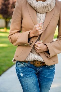 15 Thanksgiving Outfits for Your Inspiration: From Casual to Dressy : Pick The Of The Week! by The Simply Luxurious Life Look Fashion, Fashion Outfits, Womens Fashion, Luxury Fashion, Fall Winter Outfits, Autumn Winter Fashion, Winter Chic, Fashion Spring, Pull Beige