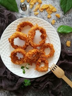 Ropogós kukoricapelyhes hagymakarika recept - Kifőztük, online gasztromagazin Onion Rings, Paleo, Ethnic Recipes, Food, Drink, Beverage, Essen, Beach Wrap, Meals