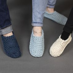 Ravelry: Cloud Slippers pattern by Adrienne Sullivan Knit Slippers Free Pattern, Crochet Slipper Pattern, Knitted Slippers, Crochet Shoes, Beginner Knitting Patterns, Knitting Blogs, Knitting Socks, Knitting Designs, Knitting Ideas