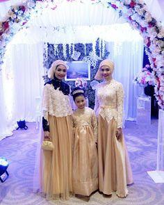 "482 Likes, 3 Comments - NO 1 INSPIRATION (@kebayainspiration) on Instagram: ""Inspired by @nabilah.moenandar . #weddingdress #weddinggown #bridesmaids #lace #swarovski #bride…"""