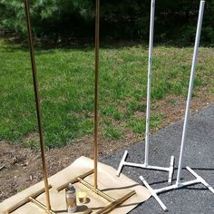 Making balloon column stands out of pvc pipe and spraying them gold. #Balloon #column #decoration #decorations #gold #Making #pipe #pvc #spraying #stands
