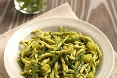 Trofie pesto, patate e fagiolini - Trofie (a typical kind of pasta from Liguria) with pesto sauce, potatoes and green beans