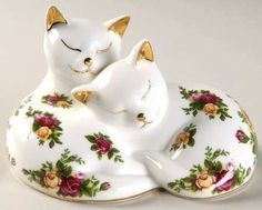 Kittens Sleeping Paperweight in Old Country Roses by Royal Albert