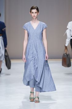 Amanda Laird Cherry   Spring Summer 2018    Look 14   Photo by Eunice Driver for South African Fashion Week South African Fashion, African Fashion Designers, Short Sleeve Dresses, Dresses With Sleeves, Spring Summer 2018, Amanda, Shirt Dress, My Style, Zen