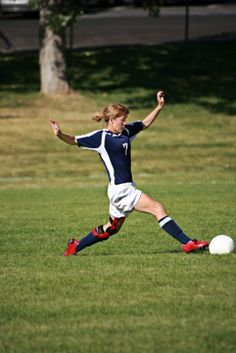 Female soccer player exercises to reduce ACL injuries