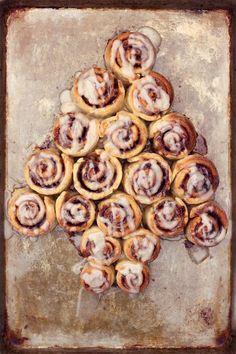 12 Tastes of Christmas :: Beth's Cinnamon Rolls