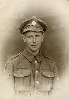 WW1 British soldier poss 10th battalion  (Hackney) The London Regiment