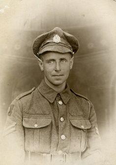 WW1 British soldier poss 10th battalion  (Hackney) The London Regiment