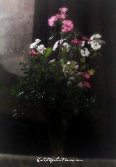 Le Bouquet derrière l'aultel - The arrangement behind the altar
