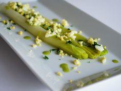 Poireaux vinaigrette Chef Simon, Chou Rave, What You Eat, Celery, Asparagus, Side Dishes, Gluten, Vegetables, Cooking