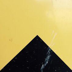 """Mi piace"": 20, commenti: 5 - Damiano (@gespox) su Instagram: ""#minimal #art #photograpy #igersberlin #berlin #colors #yellow #black #shapes #gespox #geometry…"""