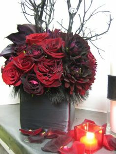 Heavenly Blooms: New Moon Fever - Twilight Inspired Floral Arrangements and Party Decor Red Flower Arrangements, Rosen Arrangements, Floral Centerpieces, Wedding Centerpieces, Wedding Decorations, Centrepieces, Deco Table, A Table, Red Wedding