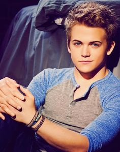 HUNTER HAYES WILL BE MY HUSBAND ONE DAY. Hunter you do have somebody, you just haven't realized that it's me.