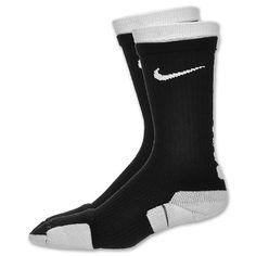 Llevo calcetines en todas partes. Éstos son Élites de Nike y son chulos. La marca de Nike es la mejor.