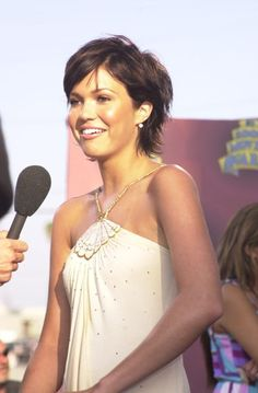 Mandy Moore short hair
