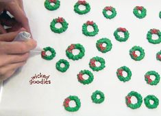 Tutorial with info and instructions on how to pipe royal icing wreaths for gingerbread house decoration by Wicked Goodies Royal Icing Recipe With Egg Whites, Royal Icing Cookies Recipe, Sprinkles Recipe, Royal Icing Templates, Royal Icing Transfers, Ginger Bread House Diy, Christmas Gingerbread House, Gingerbread Houses, Cookie Wedding Favors
