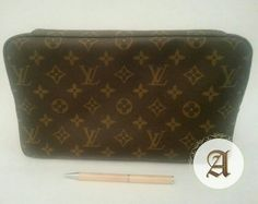 Used authentic louis vuitton clutch Good condition, Bag only. Louis Vuitton Clutch, Louis Vuitton Monogram, Dubai Uae, Branded Bags, Luxury Bags, Authentic Louis Vuitton, Bespoke, Brand New, Street