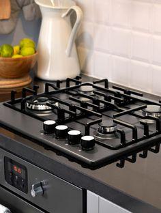 Gros plan sur table de cuisson au gaz