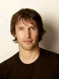 james blunt.....WOW,.....WHAT A BEAUTIFUL PICTURE OF JAMES......ONE OF MY FAVORITE SINGERS OF ALL TIME....JUST LOVE THIS GUYS VOICE...
