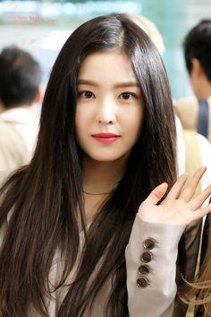 © think b Red Velvet アイリーン, Red Velvet Irene, Seulgi, Kpop Girls, Kpop Girl Groups, Red Velvet Photoshoot, Red Velet, Beautiful Asian Girls, Ulzzang Girl
