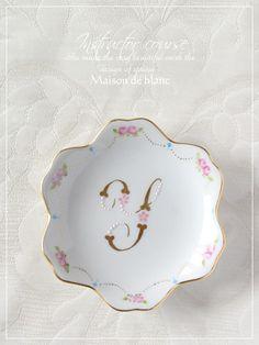【ポーセラーツ】金彩プチプレート|京都・シュールデコール/ポーセラーツ教室 maison de blanc(メゾン・ド・ブラン) Decoupage Art, China Painting, Ceramic Design, Sweet Tea, Candy Dishes, Tea Set, Dinnerware, Tea Cups, Decorative Plates