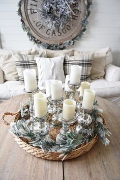 Rustic Winter Living Room Cozy rustic winter living room - with winter decor tips & sources. A must pin for winter decor inspiration.Cozy rustic winter living room - with winter decor tips & sources. A must pin for winter decor inspiration. Rustic Winter Decor, Winter Home Decor, Rustic Decor, Farmhouse Decor, Diy Home Decor, Farmhouse Style, White Farmhouse, Decor Room, Modern Farmhouse