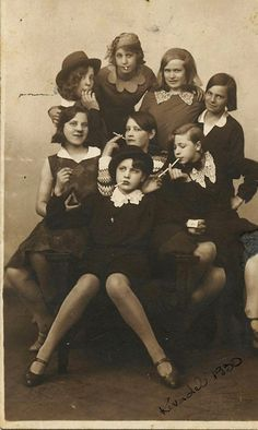 vintage everyday: Gang of teen girls, ca. 1930s