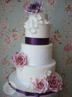 Tort de nunta pesti floral
