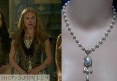 Greer (Celina Sinden) wears this pearl pendant drop necklace pearl chain and dangling pearls in an episode of Reign.