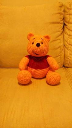Winnie de Pooh Amigurumi ~ Patrón Gratis en Español  aquí :  http://novedadesjenpoali.blogspot.de/2014/04/patron-winnie-pooh.html