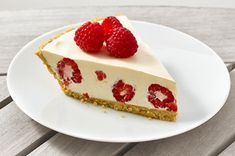Easy to make raspberry lemonade cheesecake pie, refreshing & easy to make