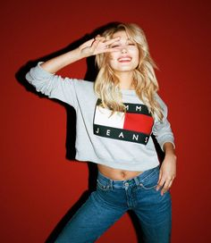 Two babies Hailey Baldwin and Lucky Blue Smith are the stars of Tommy Hilfiger's new Tommy Jeans campaign. According to Fashionista, the new Hilfiger denim… Tommy Hilfiger Mujer, Tommy Hilfiger Outfit, Tommy Hilfiger Sweatshirt, Tommy Hilfiger Women, Lucky Blue Smith, Hilfiger Denim, 90s Fashion, Fashion News, Fashion Models