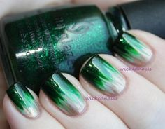 Combine two trends in one and go with ombre emerald nails. #ombre #emerald #nails
