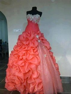 It is a dress color mamey top Frores has silver decorations and on the right contains a piece of silver with a two coracio flowers with a price   three hundred fifty-two pounds