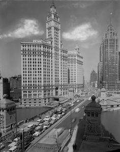 The Tribune Tower and Wrigley Building really stand out with no visual distractions in 1948